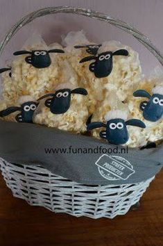 Shaun the sheep popcorn treats - Diy Geburtstag Basteln Farm Birthday, Toy Story Birthday, Toy Story Party, Birthday Lunch, Birthday Themes For Kids, Toy Story Food, Dragon Birthday, Birthday Banners, Birthday Ideas