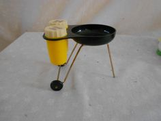 Grill Salt and Pepper shakers Portable grill by pamscrafts7631