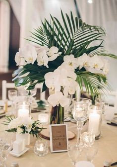 Table Decoration Wedding - Tropical Centerpiece: Orchid and Palm Tree - New Ideas Table Decoration Wedding, Tropical Wedding Centerpieces, Rustic Wedding Favors, Beach Wedding Favors, Wedding Flower Arrangements, Flower Centerpieces, Table Decorations, Centerpiece Ideas, Beach Weddings