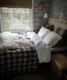 Lodges, Comforters, Cottage, Cabin, Blanket, Bedroom, Interior, Instagram Posts, Furniture