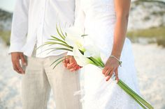Beach wedding bouquet using calla lilies available here: http://bloomingmore.com/collections/calla-lilies/products/calla-lilly?variant=23451406407