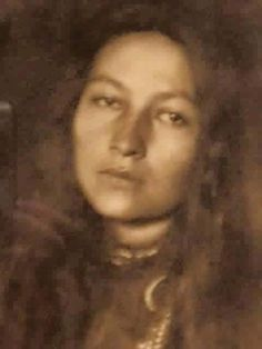 Grand daughter of Sitting Bull, how beautiful is she! How many LIKES and SHARES can this Native American beauty get?