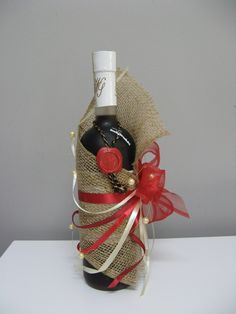 10 Strikingly Great Ideas That'll Help in Wrapping Wine Bottles Creative Gift Wrapping, Creative Gifts, Wrapping Ideas, Unique Gifts, Wrapping Presents, Cute Christmas Gifts, Christmas Gift Wrapping, Christmas Crafts, Wine Bottle Gift