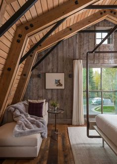 Rustic Wooden Barn House in Wyoming with Modern Interior Decor Gambrel Barn, Gambrel Roof, Barn Loft, Cabinet D Architecture, Modern Architecture, Wooden Barn, Metal Barn, Converted Barn, Barn Renovation