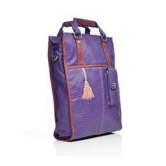 Schoudertas Market € 69.95  De Market is een flinke Hand/schoudertas die je mee neemt om te shoppen. Als je hem eenmaal hebt uitgeladen is je tas weer klaar voor de volgende klus, laptop en papieren erin vergeet de voorvakken niet te vullen!