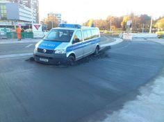 bloglosingrip - fotos engraçadas 14 - Quando o asfalto ainda não secou... não importa se você está com a sirene ligada ou não!