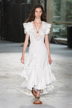 Giambattista Valli Spring 2018 Ready-to-Wear Fashion Show Collection Fashion Week, Look Fashion, Runway Fashion, Spring Fashion, Little White Dresses, Nice Dresses, Summer Dresses, High Fashion Dresses, Fashion Outfits