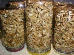 Zavárané orechy – spôsob uskladnenia vylúpaných orechov (fotorecept) Czech Recipes, 20 Min, Preserves, Pickles, Mason Jars, Beans, Food And Drink, Homemade, Canning