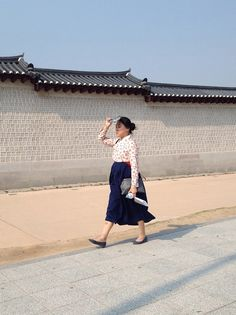 Ann Lee - minimal images of everyday scenes on the streets, of South Korea