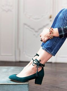 Love the style, ties around the ankle. Love the color.