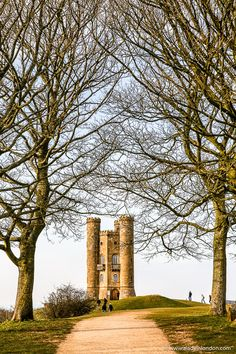 Broadway Tower near the village of Broadway in Worcestershire, England is one of the prettiest places in the Cotswolds.  #broadway #tower #folly #worcestershire #england #cotswolds