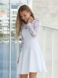Billedresultat for konfirmationskjoler Casual Bridesmaid Dresses, Simple Homecoming Dresses, Hoco Dresses, Dresses For Teens, Pretty Dresses, Summer Dresses, Graduation Dresses, Robes De Confirmation, Confirmation Dresses White