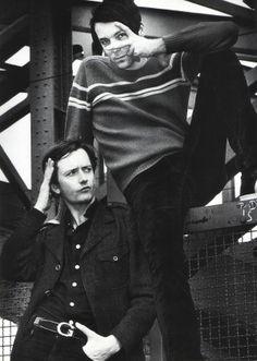 Jarvis Cocker and Steve Mackey of the wonderful Pulp John Cooper Clarke, Jarvis Cocker, Common People, Florence Welch, William Blake, Matthew Gray Gubler, Britpop, Indie Kids, Cool Bands