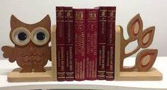 Uma dica legal para colocar nas estantes são os suportes para livros, nas bibliotecas ele é chamado de Bibliocanto. Sua principal finalidad...