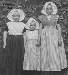 Drie kinderen in klederdracht ca. 1910 / three children in the traditonal costume of Arnemuiden