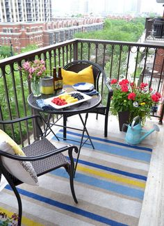 How to Paint This DIY Outdoor Rug in Three Easy Steps - Outdoor Rugs - Ideas of Outdoor Rugs - Here's an easy and inexpensive way to create a striped outdoor rug. This painted rug DIY is perfect for a city balcony or even a large patio space! Apartment Balcony Garden, Apartment Balcony Decorating, Apartment Balconies, Cozy Apartment, Balcony Gardening, Cheap Apartment, Apartment Therapy, Small Balcony Design, Small Balcony Decor