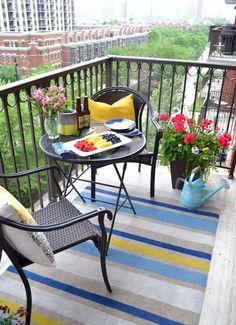 Small Apartment Balcony Decorating Ideas (45)