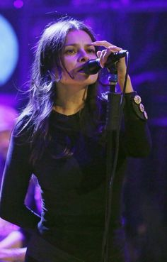 Hope Sandoval of Mazzy Star on Tonight Show with Jimmy Fallon (November 25, 2013)