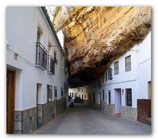 Certo, abitare sotto milioni di tonnellate di roccia dev'essere un po' inquietante. (Grecia).