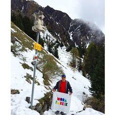 ⛅️Günaydın Modafabrikçiler❄️Karlarla kaplı bembeyaz Alp Dağlarından bir #bayrakritueli ile başlıyoruz bugüne⛄️www.modafabrik.com #modafabrik #swiss #switzerland #alps #mountain #snow #white #kampanya #campaign #perfect #morning #cold #snow #kardanadam #winter #alpler