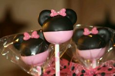 Minnie cake pops