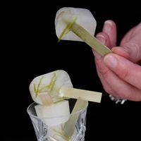 It is party time and what better than a Gin and Tonic Ice Lolly? It really livens up the tastes buds!!