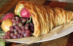 Must make this bread cornucopia!! Everything you Need for Thanksgiving Dinner with Printable Checklist.