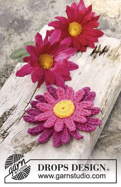 "Crochet DROPS dahlia flower in ""Safran"". ~ DROPS Design"