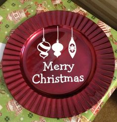 Christmas charger decorated with vinyl