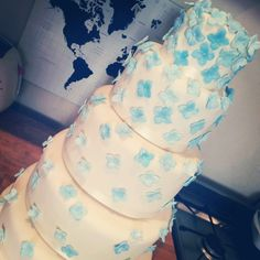 The Final Frontier - Decorating and Assembling my 5 tier wedding cake #wedding #cake #blog #aroundtheworldin80bakes