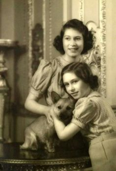 Margaret and Elizabeth. Love this picture for Princess Margaret and Princess Elizabeth(Queen Elizabeth II). Young Queen Elizabeth, Princess Elizabeth, Princesa Margaret, Prinz Philip, Margaret Rose, Royal Queen, Her Majesty The Queen, English Royalty, Queen Of England