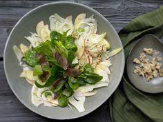 Apfel und Fenchel passen sehr gut zusammen. Apfel-Fenchel-Salat - mit Walnüssen, Rehschinken und Nussöl - smarter - Kalorien: 428 Kcal - Zeit: 35 Min. | eatsmarter.de