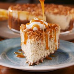 caramel apple cheesecake Apple Crisp Cheesecake from is the ideal fall dessert mashup. Fall Desserts, No Bake Desserts, Just Desserts, Delicious Desserts, Dessert Recipes, Yummy Food, Dinner Recipes, Baking Desserts, Cupcake Recipes