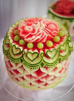 And you thought watermelon was just delicious. Tur – Food Carving Ideas And you thought watermelon was just delicious. Cute Food, Good Food, Yummy Food, Awesome Food, Fruits Decoration, Food Decorations, Food Sculpture, Fruit And Vegetable Carving, Dessert Aux Fruits