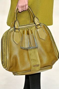 Burberry Prorsum Tassel Bowling Bag only I were rich! Burberry Prorsum, Burberry Purse, Burberry Handbags, Fashion Bags, Fashion Accessories, Womens Fashion, Emo Fashion, Longchamp, My Bags