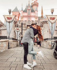 """Romantic Photography """"Disneyland Couples"""" Awesome Ideas - Savvy Ways About Things Can Teach Us Disneyland Paris, Disneyland Couples, Disneyland Tickets, Disneyland Photos, Disneyland Engagement Photos, Disney World Fotos, Romantic Photography, Couple Photography, Photography Ideas"""