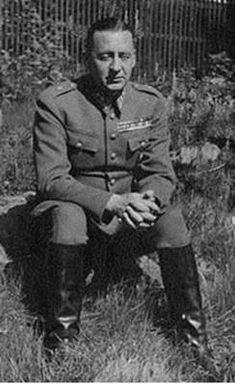 Eversti Reino Hallamaa (1899-1979). Suomen radiotiedustelun alkuunpanija ja kehittäjä.
