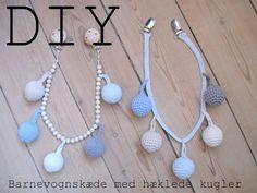 Hvis du bruger min guide, så læg endelig en kommentar, så jeg kan linke til dig :-) Se blandt andet en udgave hos Annemoneliv og hos... Pram Charms, Diy Accessories, Diy Crochet, Diy For Kids, Crochet Necklace, Pearl Necklace, Goodies, Diy Projects, Diy Crafts