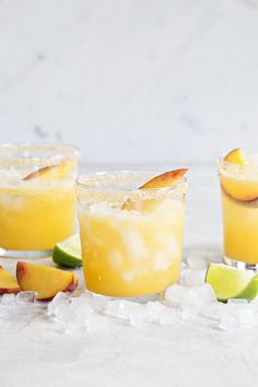 Sparkling Peach Margaritas are the perfect way to celebrate summer. They're light, sweet and bursting with fresh peach flavor! Summer nights spent hanging out in neighborhood driveways always call Fruity, crowd-pleasing drinks. Easy Cocktails, Summer Cocktails, Cocktail Drinks, Cocktail Recipes, Peach Margarita, Margarita Recipes, Margarita Cocktail, Sangria, Drinks Alcohol Recipes