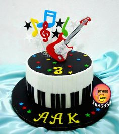 Bolos decorados música Guitar Birthday Cakes, Guitar Cake, Music Themed Cakes, Music Cakes, Bolo Da Hello Kitty, Fondant Cakes, Cupcake Cakes, Rock Star Cakes, Bolo Musical