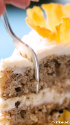 Loaded with bananas, pineapple, cream cheese and coconut, this classic Hummingbird Cake is guaranteed to impress your guests. Just Desserts, Delicious Desserts, Dessert Recipes, Yummy Food, Tasty, Hummingbird Cake Recipes, No Bake Cake, Baking Recipes, Baking Desserts