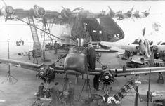 Reichsgebiet, Flugzeugwerft mit Me 323, Fw 58
