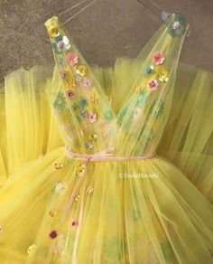 Arylide Bloom Gown - Details – Yellow dress color – Tulle and sequin dress fabric – Embroidered TMD colored flowers and baby pink velvet ribbon – A-line gown with V-neck and waist definition – For parties and special events Source by marleenbngen - Tulle Prom Dress, Diy Dress, Sequin Dress, Event Dresses, Prom Dresses, Wedding Dresses, Formal Dresses, Partys, Little Girl Dresses