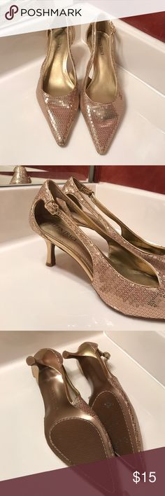Ellen Tracy Echo Gold Sequin Heels, Sz 8.5 Adorable heels by Ellen Tracy! Worn once, excellent condition! Heel is 2.5 in. Sz 8.5. Reasonable offers accepted! Ellen Tracy Shoes Heels