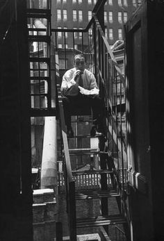 Lunchtime on the fire escape  Photo: Yale Joel 1953