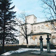 """""""Церковь Введения во храм,1762г. К сожалению этот памятник архитектуры не в лучшем виде главный фасад закрыт тентом, окна заложены...эх...даже толком не…"""""""