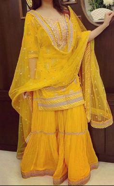 Indian kurta dress With palazzo Top Tunic Set blouse Combo Ethnic Bottom . - Indian kurta dress With palazzo Top Tunic Set blouse Combo Ethnic Bottom Source by rcmprojects - Pakistani Mehndi Dress, Bridal Mehndi Dresses, Party Wear Indian Dresses, Pakistani Fashion Party Wear, Mehendi Outfits, Pakistani Wedding Outfits, Designer Party Wear Dresses, Pakistani Dresses Casual, Indian Gowns Dresses