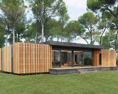 Le choix des matériaux pour la réalisation de la Pop-Up House ne sont pas seulement dus à la volonté d'intégrer la construction dans son environnement. Le principe étant de réaliser une maison passive, à bas coût, mais aussi entièrement recyclable, il était nécessaire d'utiliser des matériaux recycl...
