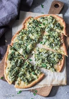 These keto lunches are so tasty! Now I have so many healthy lunch recipes! Low carb artichoke pizza is the BEST. Keto Foods, Ketogenic Recipes, Keto Snacks, Low Carb Recipes, Cooking Recipes, Ketogenic Diet, Low Carb Pizza, Low Carb Keto, Ideas De Almuerzo Keto