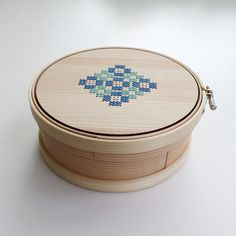 """A """"Magewappa"""" (box made by bending wood) and """"Embroidery Hoop"""" bent and made by hand one by one out of thinly-shaved Japanese cedar and hinoki cypress.The handicraft of the artisan,..."""